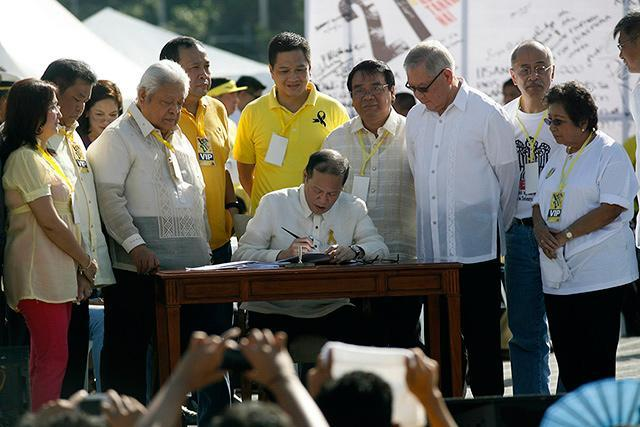 PNoy signs martial law compensation bill into law