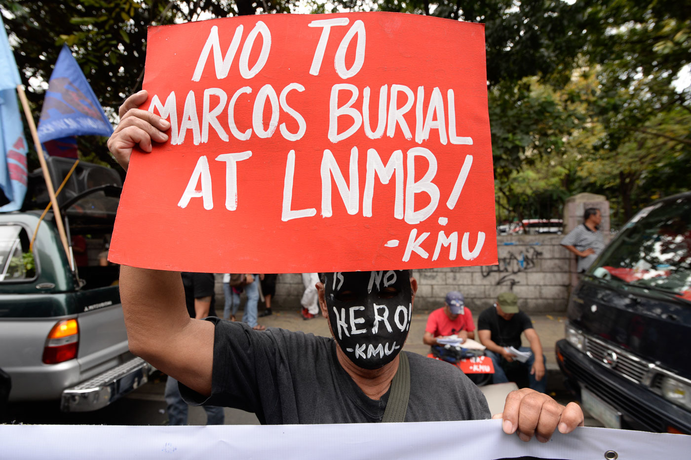 CHR: Rights violations during Martial law not erased by Marcos burial at LNMB 1
