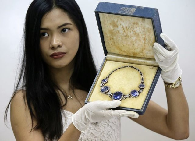 Philippines puts Marcos jewel images online to teach about graft